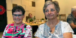 Paula Witte (rechts) en Rita Dekerk (links) op het vrijwilligersdiner in 2018 (foto credits: Gilberte Marchand)