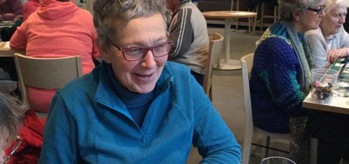 Annie Terlaeken tijdens de wekelijkse namiddag 't Trefpunt (foto credits: Gilberte Marchand)