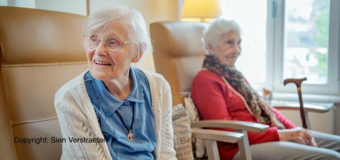 Bewoners van een woonzorgcentrum (foto credits: Sien Verstraeten)