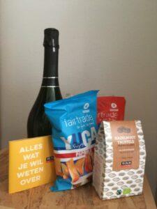 Aperobox met bubbels van Holar en Isca, Oxfam-chips en 11.11.11-truffels = 25 euro